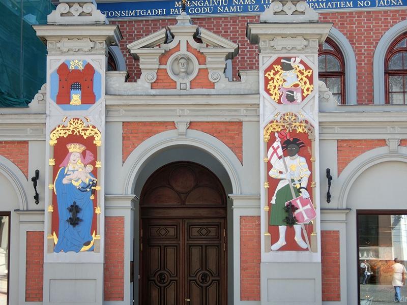 Живописный фасад Дома Черноголовых