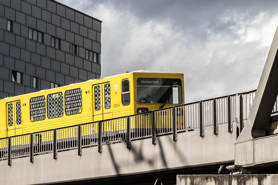Общественный транспорт Берлина— это автобусы, трамваи, метро (U-Bahn) иназемные городские электрички (S-Bahn)