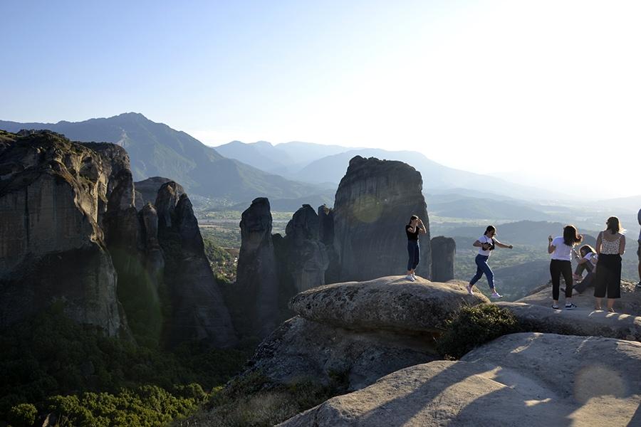 На скалах есть несколько площадок, откуда закат смотрится особенно живописно
