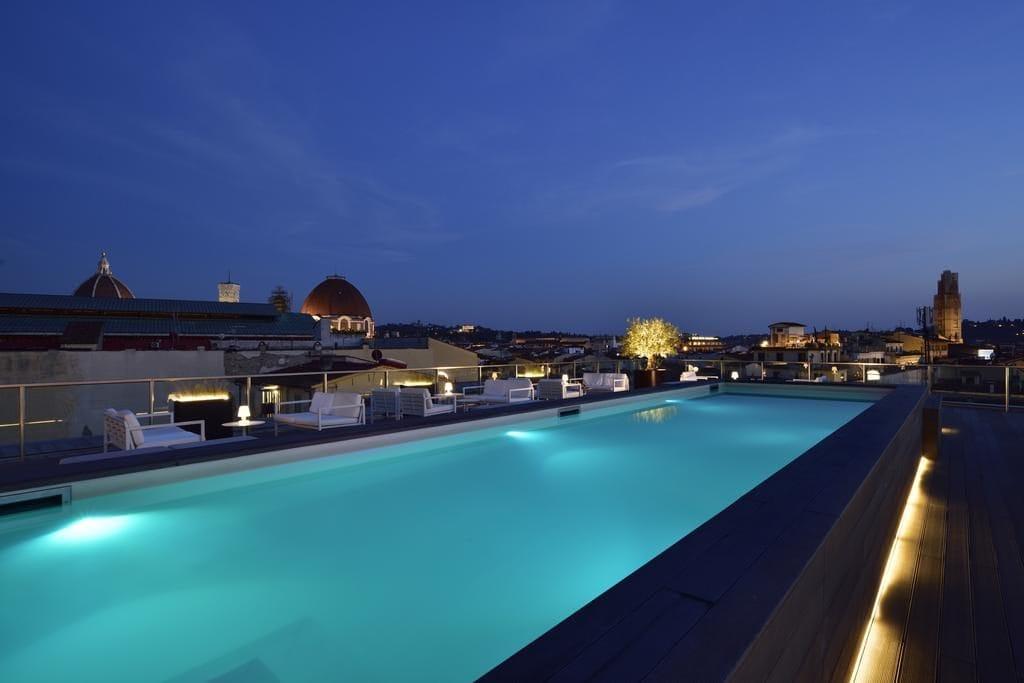 Бассейн на крыше отеля Hotel Glance In Florence