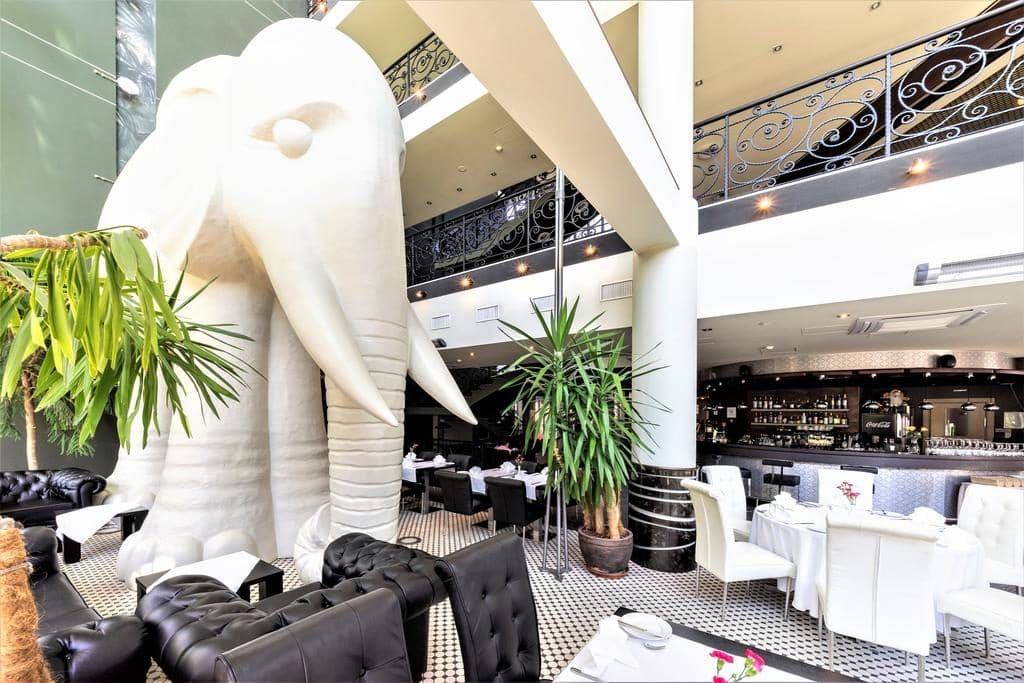 Слон в отеле Rixwell Elefant