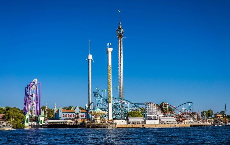 Парк — один из старейших в мире. Он привлекает своей атмосферой скандинавской сказки