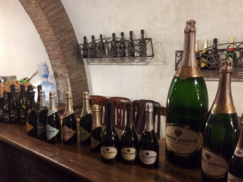 Для изготовления шампанского «Абрау-Дюрсо» используют только собственный виноград