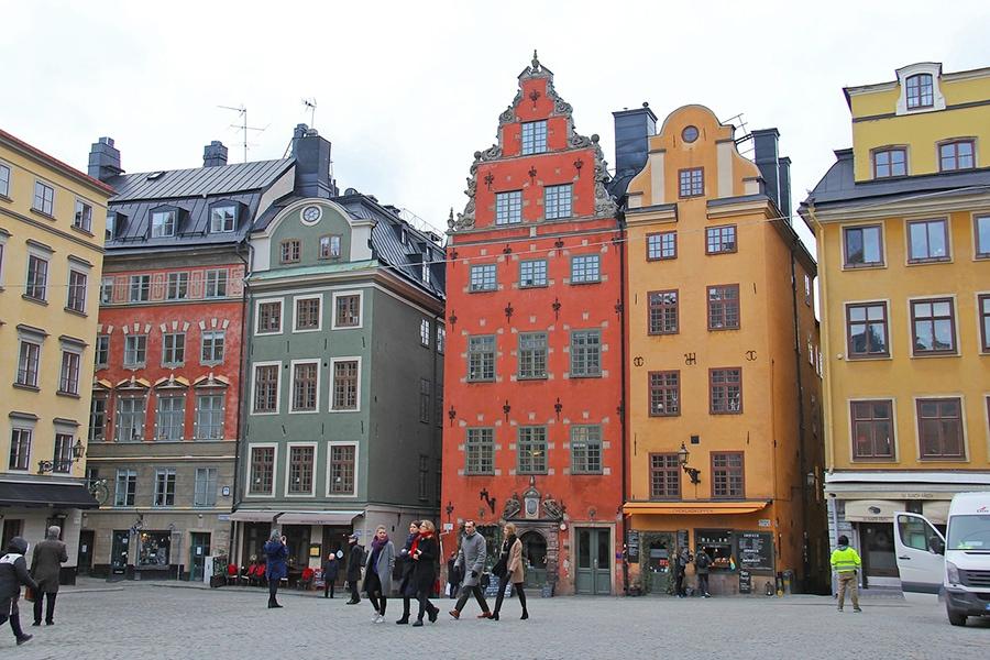 Гамла Стан - центральный район города. Если вы впервые в Стокгольме, прогулка в Гамла Стан должна стоять в списке must visit в числе первых