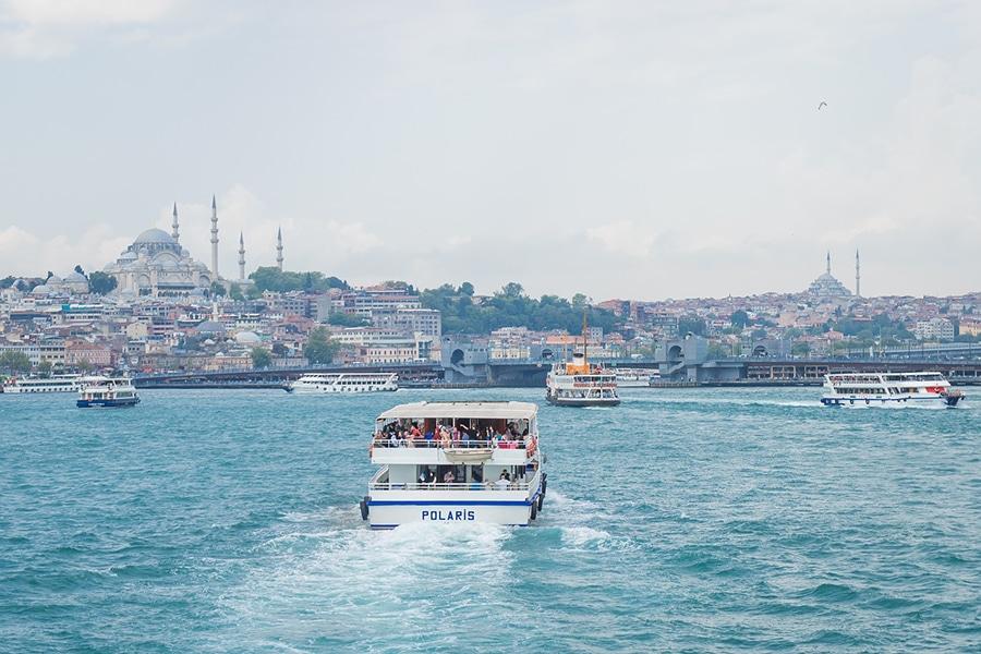 Прогулочные кораблики в проливе Босфор