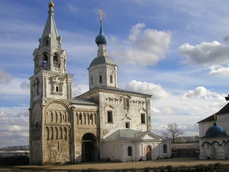 Храм в Боголюбово на останках княжеского дворца.