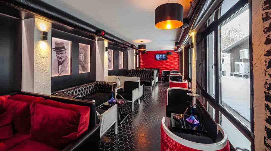 Новый лаунж-зал ресторана для любителей кальянов