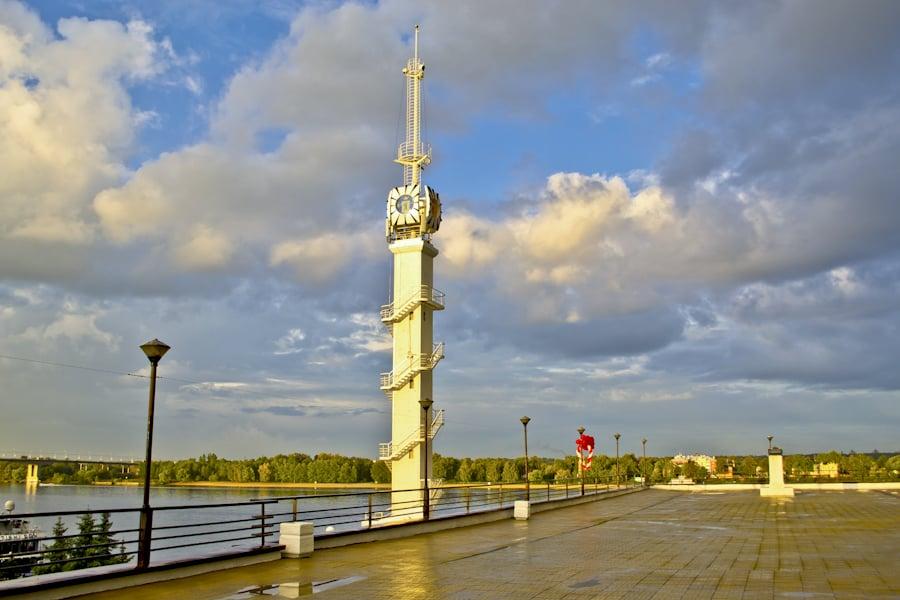 Башня речного вокзала в Ярославле
