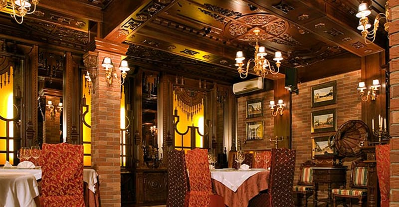 """Роскошные интерьеры ресторана """"Пенаты"""" способны скорее отпугнуть, чем привлечь демократичную публику"""