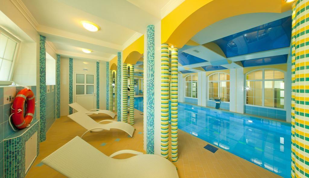 Бассейн в отеле Обертайх в Калининграде
