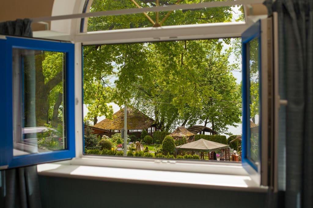 Вид из окна отеля Обертайх