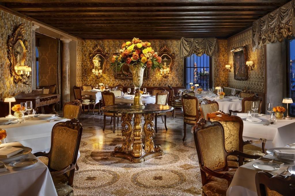 Интерьер отеля Gritti Palace в Венеции /фото Booking.com