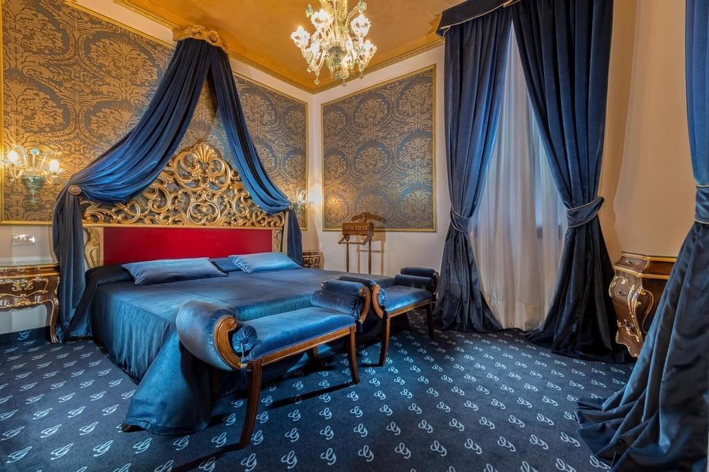 Номер в отеле Giorgione в Венеции /фото Booking.com