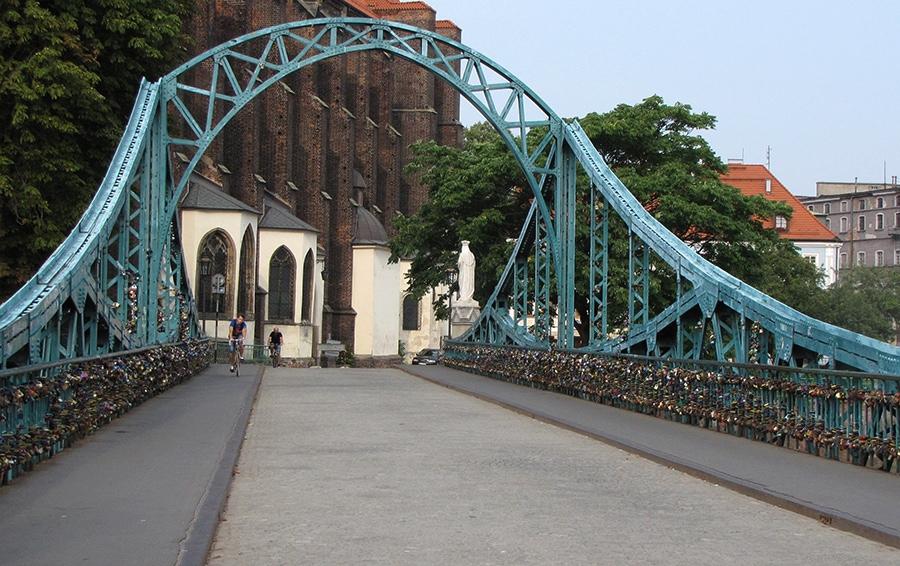 Тумский мост (Most Tumski) — особенное место в городе, с необычной энергетикой