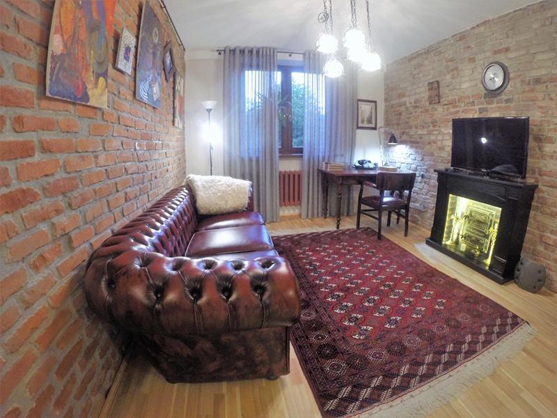 Гостиная с камином/фото с booking.com