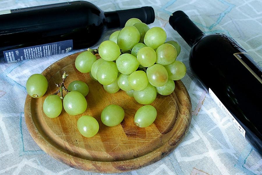 В числе самых частых ассоциаций при упоминании слова «Италия» называют итальянское вино. А вино — это, естественно, виноград
