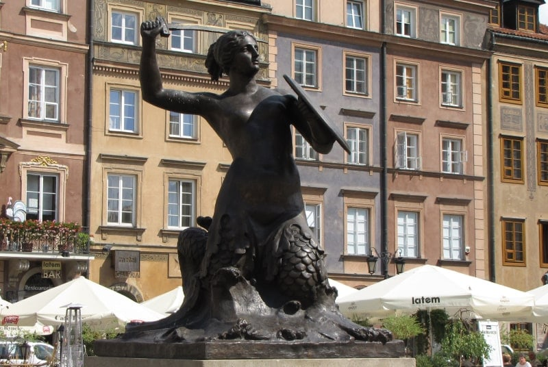 Памятник русалке в Варшаве