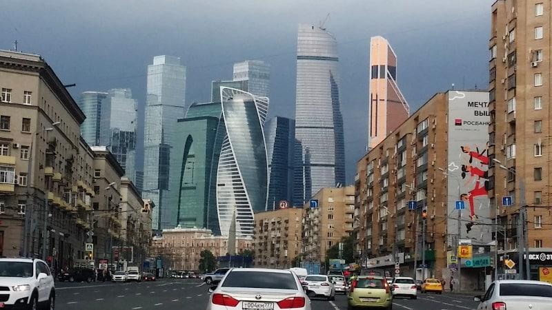 Проезжая Москву