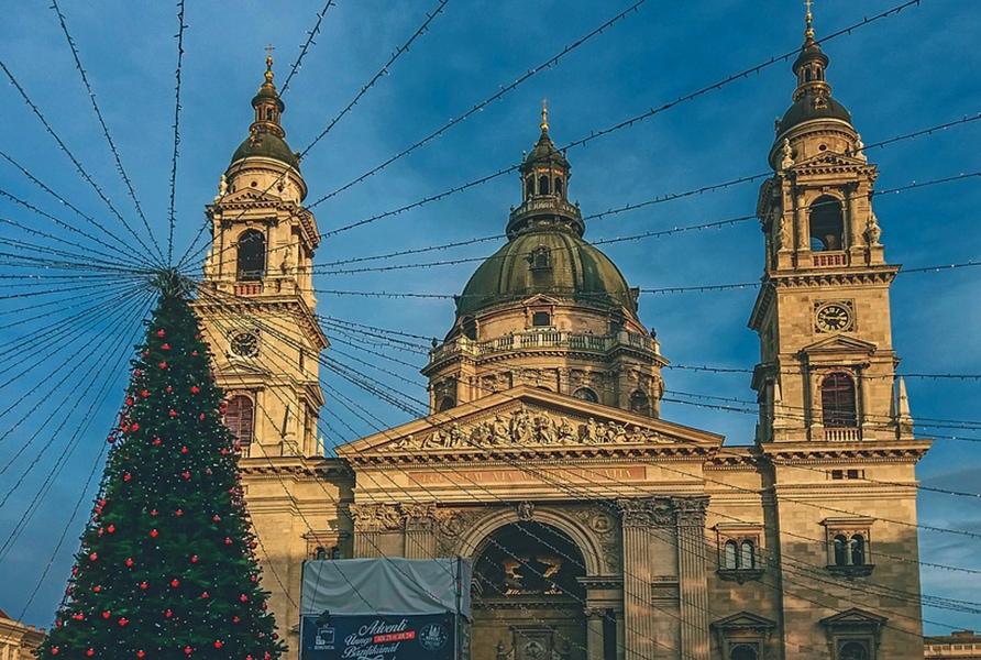 Рождественская елка рядом с Базиликой в Будапеште