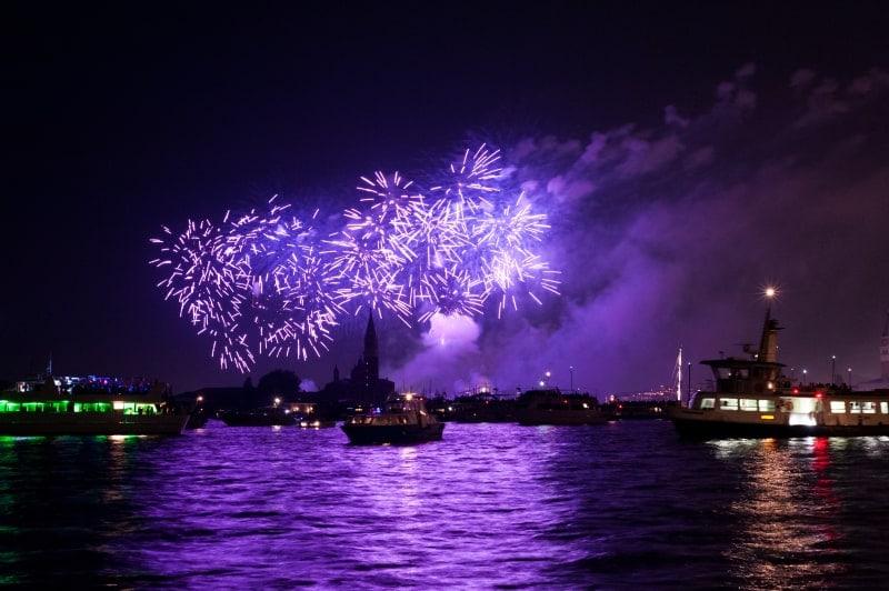 Новогодний фейерверк над Венецией