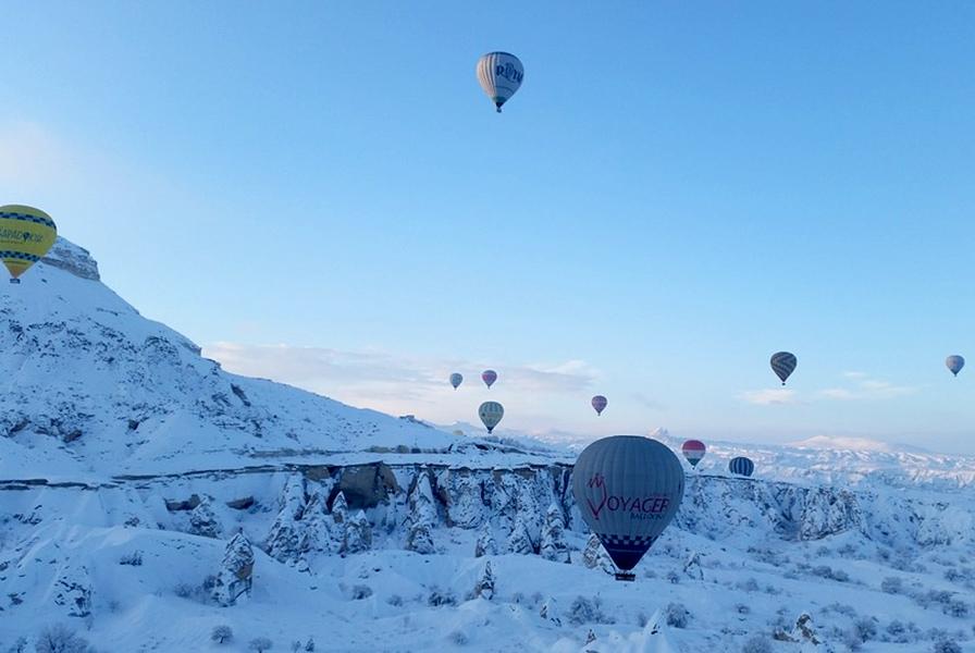 Непривычно-снежная Каппадокия