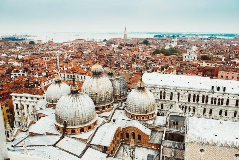 Вид заснеженной Венеции