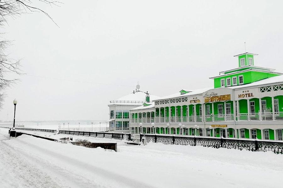 Вид на «Волжскую Жемчужину» зимой со стороны набережной