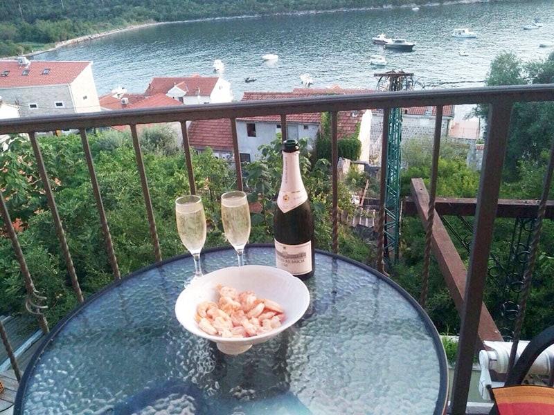 Королевские креветки под белое вино в Черногории