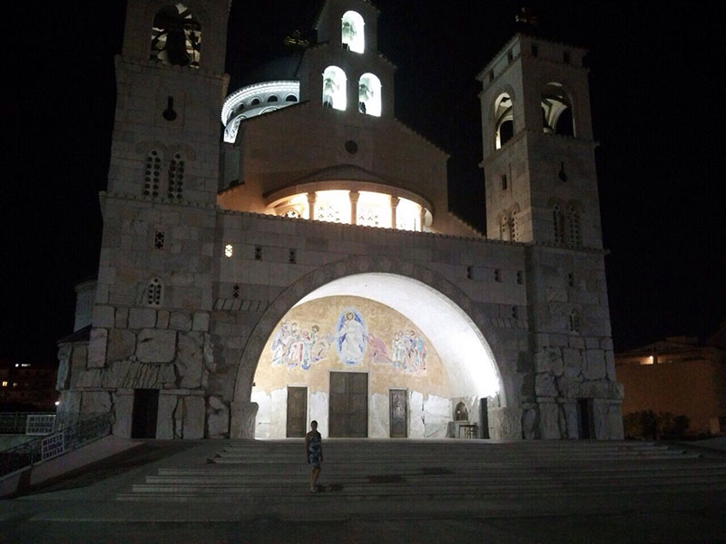 Храм Св. Трифона в Подгорице посмотрели на машине самостоятельно
