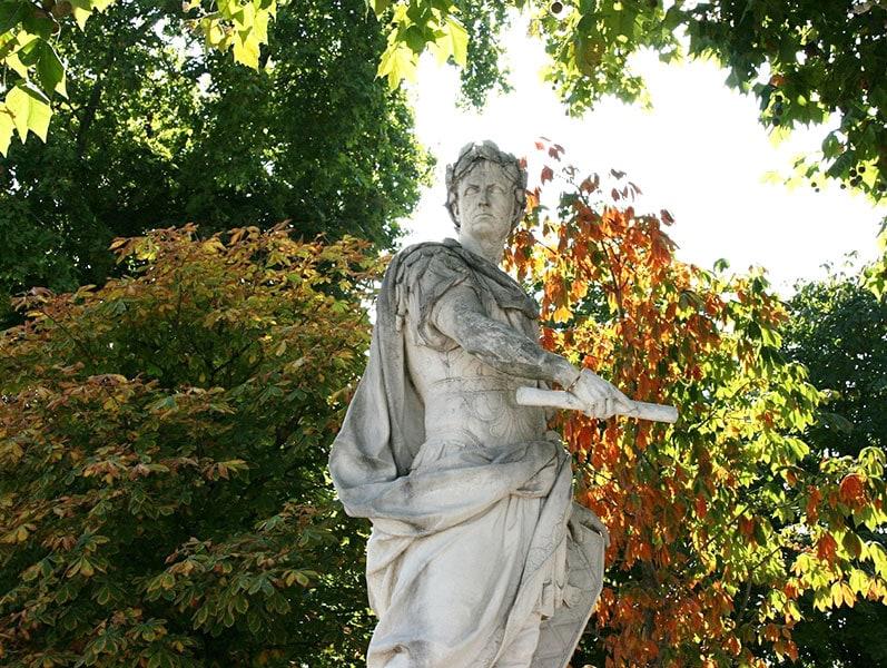 Сад Тюильри - важная достопримечательность Парижа