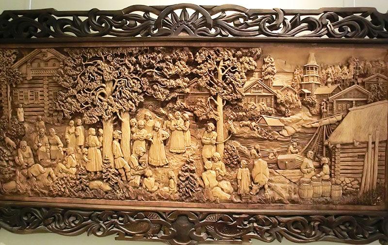 Панно со сценками сельской жизни, музей Кронида Гоголева