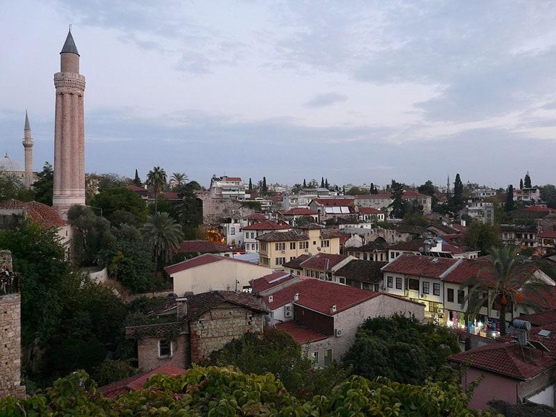 Анталия. Вид на мечеть и Старый город