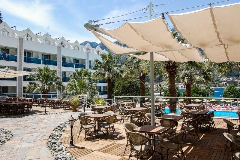 Турецкий отель с бассейном