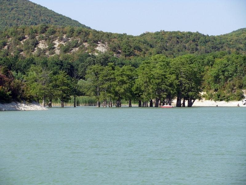 Что стоит посмотреть в Краснодарском крае – Кипарисовое озеро