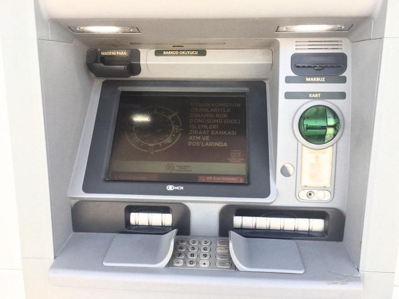 С какой валютой ехать в Турцию и как снять в банкомате