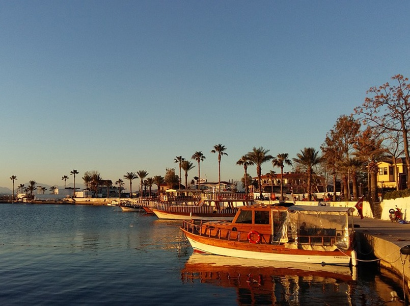 Турецкий вечер на берегу моря
