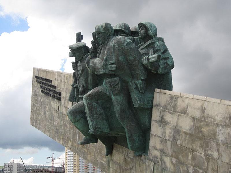 Малая Земля. Памятник «Нашим героям»