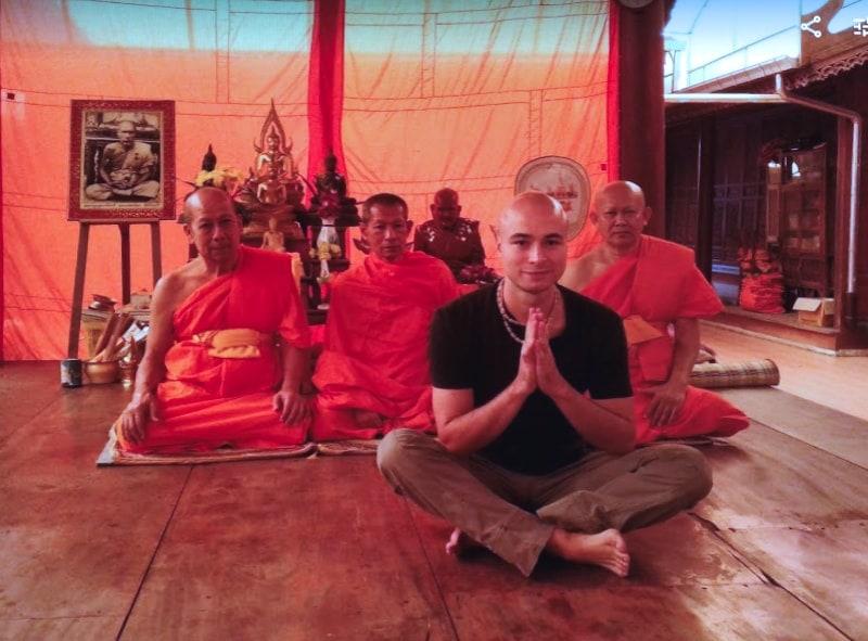 Жизнь в буддистском храме с монахами