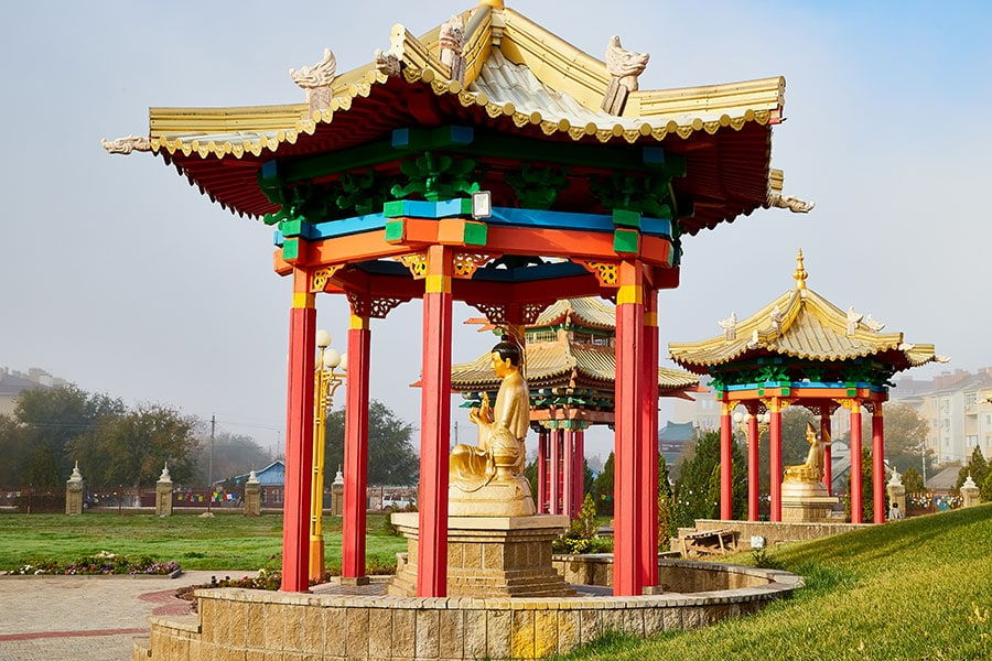 Беседки со статуями Будды