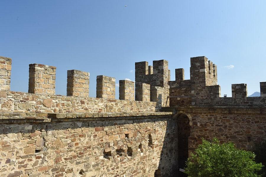 Стены Генуэзской крепости в Судаке