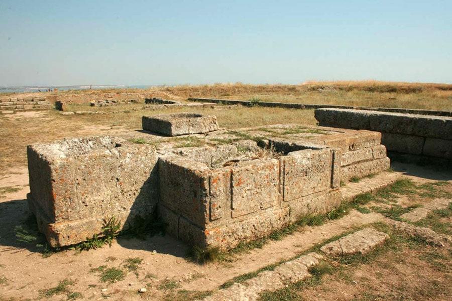 Древний алтарь в Ольвии