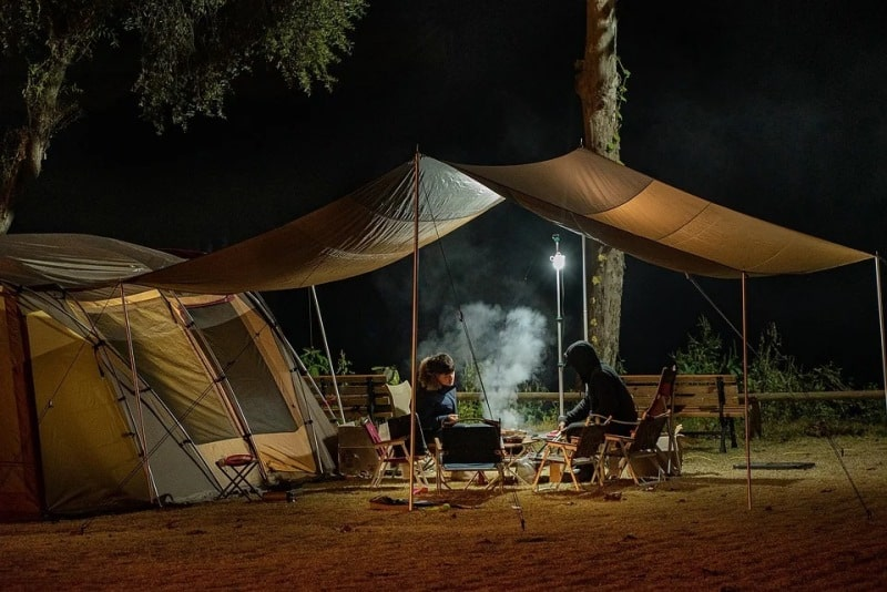 Тент около палатки