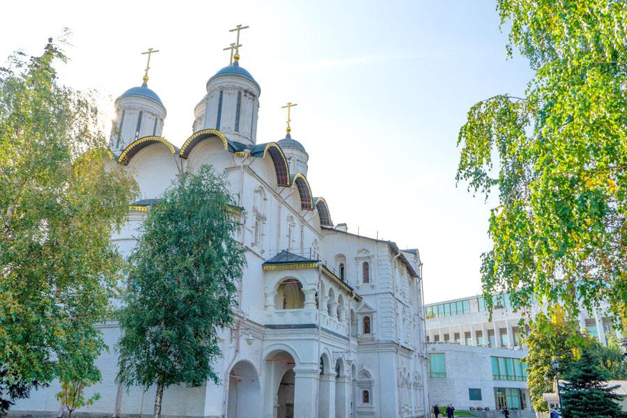 Патриаршие палаты и Собор 12 апостолов